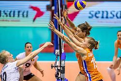 23-08-2017 NED: World Qualifications Belgium - Netherlands, Rotterdam<br /> De Nederlandse volleybalsters hebben op het WK-kwalificatietoernooi ook hun tweede duel in winst omgezet. Oranje overklaste Belgi&euml; en won met 3-0 (25-18, 25-18, 25-22). Eerder werd Griekenland ook al met 3-0 verslagen / Robin de Kruijf #5 of Netherlands, Nika Daalderop #19 of Netherlands, Lise Van Hecke #10 of Belgium