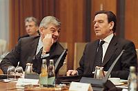 10 JAN 2001, BERLIN/GERMANY:<br /> Joschka Fischer, B90/Gruene, Bundesaussenminister, und Gerhard Schroeder, SPD, Bundeskanzler, im Gespraech, vor Beginn der Kabinettsitzung, Bundeskanzleramt<br /> IMAGE: 20010110-01/01-25<br /> KEYWORDS: Gerhard Schr&ouml;der, Kabinett, Gespr&auml;ch