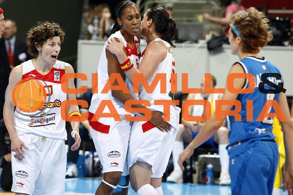 DESCRIZIONE : Riga Latvia Lettonia Eurobasket Women 2009 Quarter Final Spagna Italia Spain Italy<br /> GIOCATORE : Cindy Lima Alba Torrens Elisa Aguilar<br /> SQUADRA : Spagna Spain<br /> EVENTO : Eurobasket Women 2009 Campionati Europei Donne 2009 <br /> GARA : Spagna Italia Spain Italy<br /> DATA : 17/06/2009 <br /> CATEGORIA : esultanza<br /> SPORT : Pallacanestro <br /> AUTORE : Agenzia Ciamillo-Castoria/E.Castoria<br /> Galleria : Eurobasket Women 2009 <br /> Fotonotizia : Riga Latvia Lettonia Eurobasket Women 2009 Quarter Final Spagna Italia Spain Italy<br /> Predefinita :