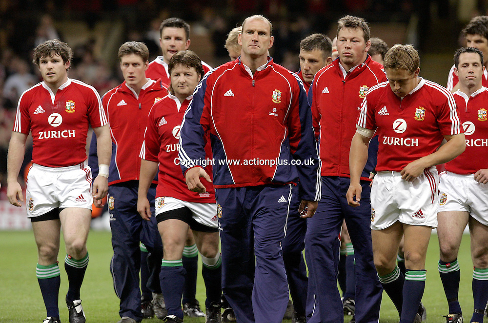 23 May 2005: British Lions forward Lawrence Dallaglio with team-mates before the Lions pre-tour Test against Agentina played at the Millennium Stadium. The game finished 25-25. Photo: Steve Bardens/actionplus<br /> <br /> 050523 rugby player