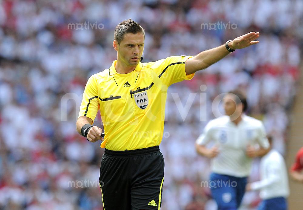 FUSSBALL INTERNATIONAL  EM 2012-Qualifikation  Gruppe A  04.06.2011 England - Schweiz  Schiri Damir Skomina (SVN)