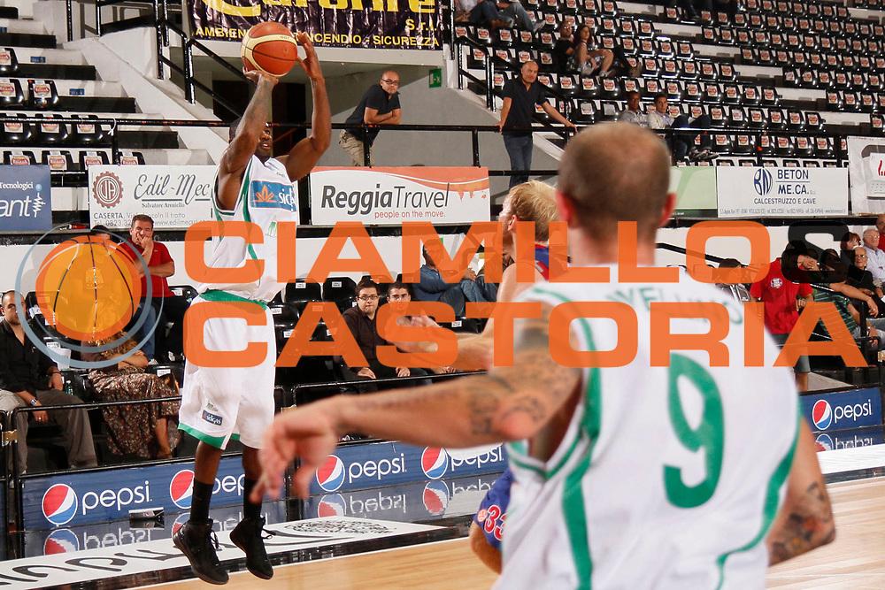 DESCRIZIONE : Caserta Lega A 2011-2012 Torneo IRTET Finale CSKA Mosca Sidigas Avellino<br /> GIOCATORE : Taquan Dean<br /> SQUADRA : Sidigas Avellino<br /> EVENTO : Campionato Lega A 2011-2012<br /> GARA : CSKA Mosca Sidigas Avellino<br /> DATA : 02/10/2011<br /> CATEGORIA : tiro<br /> SPORT : Pallacanestro<br /> AUTORE : Agenzia Ciamillo-Castoria/A.De Lise<br /> Galleria : Lega Basket A 2011-2012<br /> Fotonotizia : Caserta Lega A 2011-2012 Torneo IRTET Finale CSKA Mosca Sidigas Avellino<br /> Predefinita :