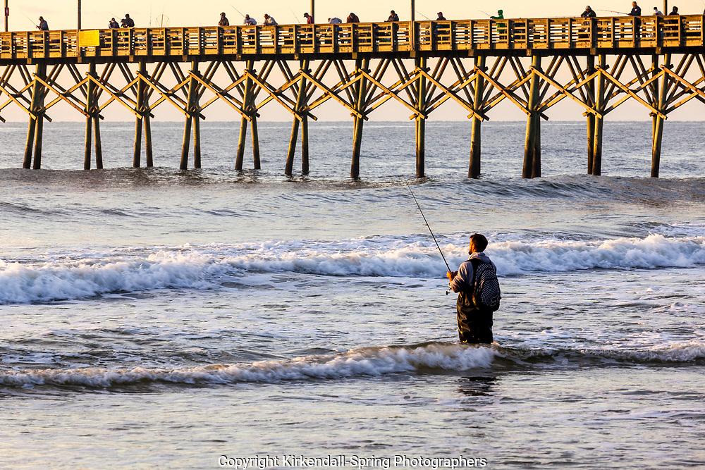 NC00914-00...NORTH CAROLINA - Surf fishing at the Surf City Pier.