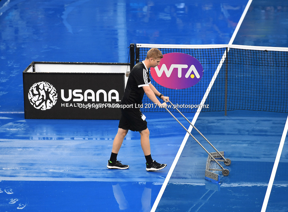 A ball boy sweeps the court of water at the ASB Classic. WTA Womens Tournament. ASB Tennis Centre, Auckland, New Zealand. Tuesday 3 January 2017. © Copyright photo: Andrew Cornaga / www.photosport.nz