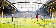 ARNHEM, Vitesse - FC Groningen, voetbal, Eredivisie seizoen 2015-2016, 04-10-2015, Stadion De Gelredome, kans voor Vitesse, FC Groningen keeper Sergio Padt (4R), Vitesse speler Guram Kashia (M), Vitesse speler Dominic Solanke (3R).