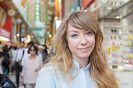 Åsa Ekström i stadsmiljö Tokyo. Åsa Ekström gör succé i Japan som mangatecknare.