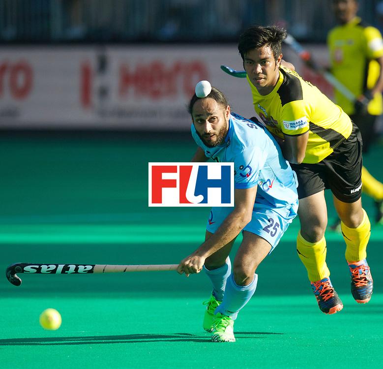 ANTWERP - Hockey World League Semi Final W &amp; M<br /> 24 IND v MAS (QF 3)<br /> foto: Izad Jamaluddin pas the bal along Satbir Singh <br /> FFU PRESS AGENCY COPYRIGHT FRANK UIJLENBROEK