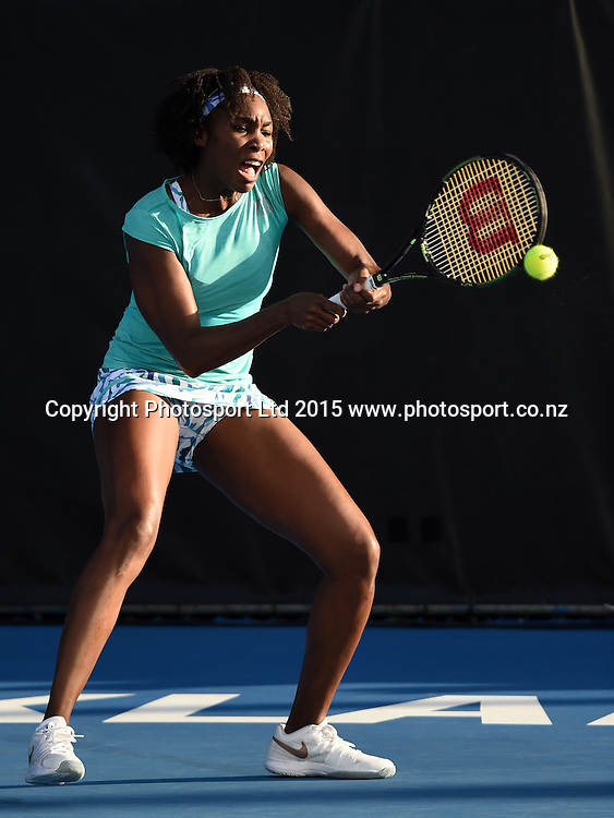 USA's Venus Williams in action on Quarter Finals day at the ASB Classic WTA International. ASB Tennis Centre, Auckland, New Zealand. Thursday 8 January 2015. Copyright photo: Andrew Cornaga/www.photosport.co.nz