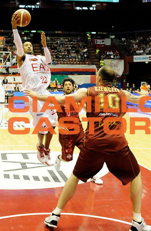 DESCRIZIONE : Milano Lega A 2011-12 EA7 Olimpia Milano Vs Umana Reyer Venezia<br /> GIOCATORE : Bremer Ernest<br /> CATEGORIA : Tiro<br /> SQUADRA : EA7 Olimpia Milano <br /> EVENTO : Campionato Lega A 2011-2012 <br /> GARA : EA7 Olimpia Milano Vs Umana Reyer Venezia <br /> DATA : 01/05/2012<br /> SPORT : Pallacanestro <br /> AUTORE : Agenzia Ciamillo-Castoria/A.Giberti<br /> Galleria : Lega Basket A 2011-2012 <br /> Fotonotizia : Milano Lega A 2011-12 EA7 Olimpia Milano Vs Umana Reyer Venezia <br /> Predefinita :