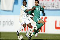 Fotball<br /> African Nations Cup 2004<br /> Afrika mesterskapet 2004<br /> Foto: Digitalsport<br /> NORWAY ONLY<br /> FIRST ROUND - GROUP D - 040131 - NIGERIA v SOUTH AFRICA - MBULELO MABIZELA (RSA) / OSAZE ODEMWINGIE (NIG) - PHOTO JEAN MARIE HERVIO / Digitalsport<br />  *** Local Caption *** 40001018