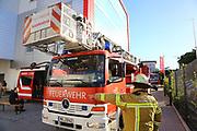 Mannheim. 12.06.17 | Freiwillige Feuerwehr übt <br /> Neckarau. Freiwillige Feuerwehr übt Rettungseinsatz in verwinkelten Gebäuden. Dazu hat das Lager Prime Selfstorage das Gebäude zur Verfügung gestellt. Übung der Freiwilligen Feierwehr <br /> <br /> <br /> BILD- ID 1062 |<br /> Bild: Markus Prosswitz 12JUN17 / masterpress (Bild ist honorarpflichtig - No Model Release!)