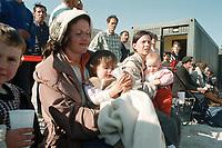 07.04.1999, Mazedonien/Tetovo:<br /> Flüchtlinge kurz nach Ihrer Ankunft im Flüchtlingslager der Bundeswehr bei Tetovo , Mazedonien <br /> Refugees arriving in a refugee champ of the german army, Tetovo, Macedonia<br /> IMAGE: 19990407-01/04-11