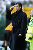 Photo: Scott Heavey.<br /> Wolverhampton Wanderers v Aston Villa. FA Barclaycard Premiership. 14/03/2004.<br /> David O'Leary tells his team to kepp tyheir heads at 4-0