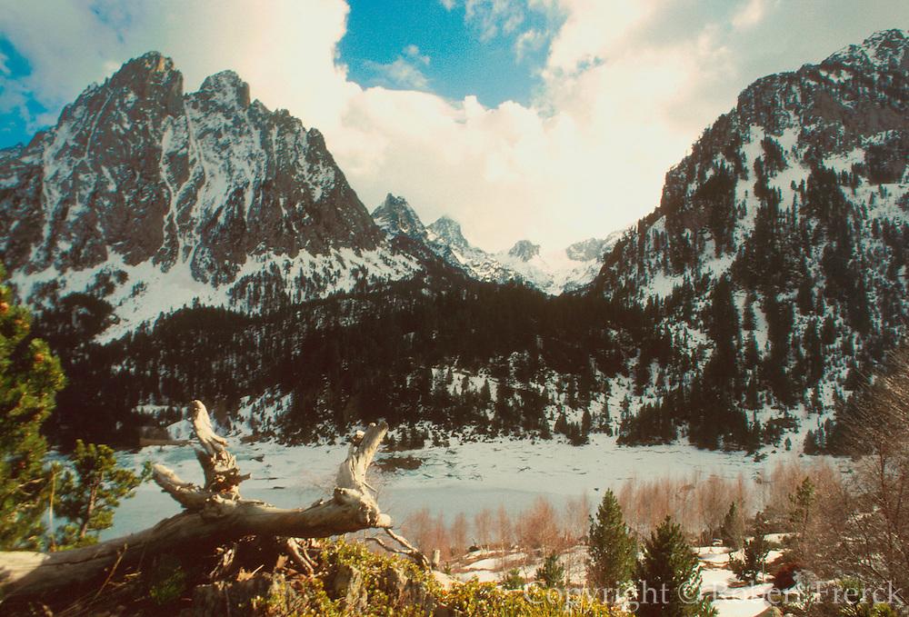 SPAIN, CATALUNYA, PYRENEES Aigues Tortes; El Encantants Mtn.s