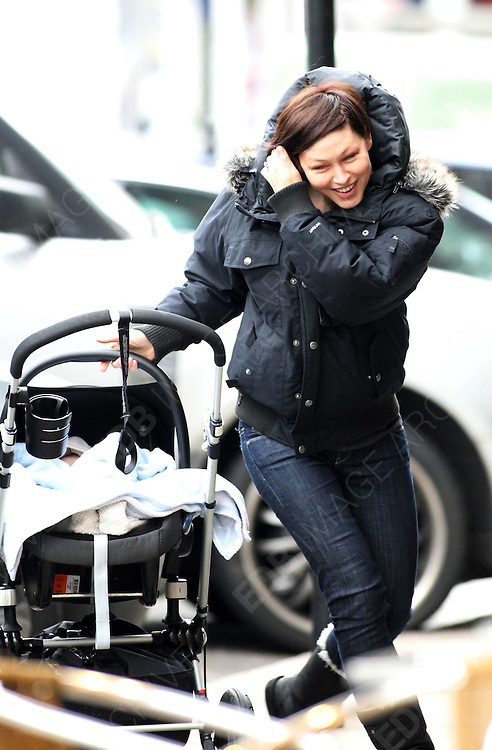 08.FEBRUARY.2012. LONDON<br /> <br /> EMMA WILLIS OUT IN PRIMROSE HILL WITH HER BABY<br /> <br /> BYLINE: EDBIMAGEARCHIVE.COM<br /> <br /> *THIS IMAGE IS STRICTLY FOR UK NEWSPAPERS AND MAGAZINES ONLY*<br /> *FOR WORLD WIDE SALES AND WEB USE PLEASE CONTACT EDBIMAGEARCHIVE - 0208 954 5968*