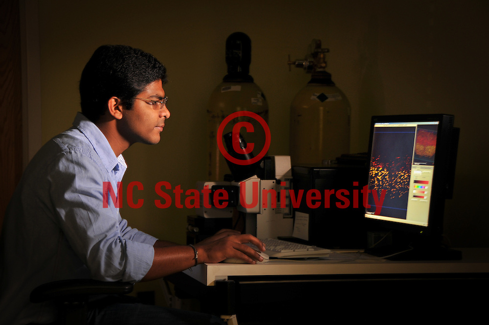 Microscopy & Surface Sciences grad student works on his research on Centennial Campus.
