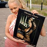 NLD/Bloemenaal/20050601 - Haringparty Showtime Noordzee FM, Monique Sluyter met haar nieuwe 2006 kalender