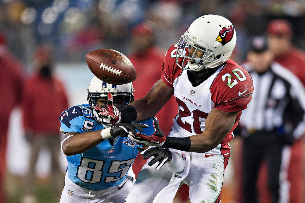 NASHVILLE, TN - DECEMBER 15:  Antoine Cason #20 of the Arizona Cardinals intercepts a pass and scores a touchdown thrown to Nate Washington #85 of the Tennessee Titans at LP Field on December 15, 2013 in Nashville, Tennessee.  The Cardinals defeated the Titans 37-34.  (Photo by Wesley Hitt/Getty Images) *** Local Caption *** Antoine Cason; Nate Washington
