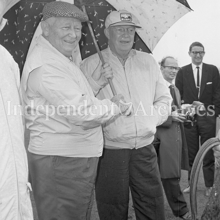 The American Ambassador Mr F McCluskey with President Eisenhower, 23/08/1962.<br />  R3316  <br /> (Part of the Independent Newspapers Ireland/NLI Collection).