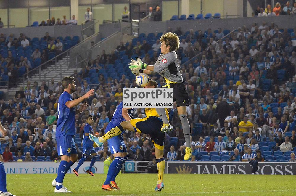 Fernandez dropping the ball. (c) Michael Hulf | SportPix.org.uk