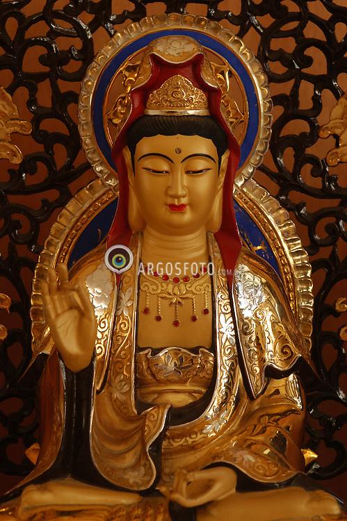 Buda em um templo budista na cidade de Cotia, Sao Paulo, Brasil / Buddha at a Buddhist temple in Cotia city, Sao Paulo, Brazil