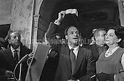 """Strega Prize, Rome 1961. Co-founder of the Strega Literary Prize Maria Bellonci and Italian writer Raffaele La Capria - winner for the book """"Ferito a morte"""" (Fatally Injured) - receiving a check for one million lire / Premio Strega, Roma 1961. Maria Bellonci, cofondatrice del Premio Strega, e lo scrittore Raffaele La Capria - vincitore con il libro """"Ferito a morte"""" - che riceve un assegno di un milione di lire  - Marcello Mencarini Historical Archives"""