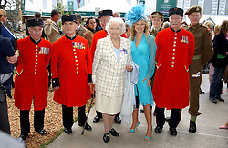 Left to right, DAME VERA LYNN and KATHERINE JENKINS with Chelsea pensioners at the 2005 RHS Chelsea Flower Show on 23rd May 2005<br />
