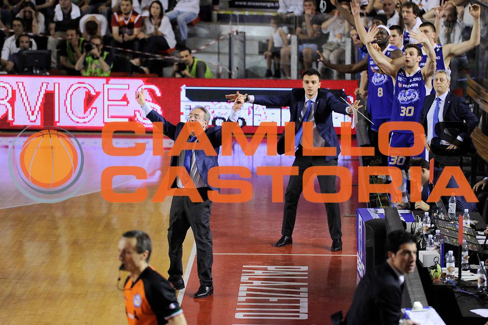 DESCRIZIONE : Roma Lega A 2013-14 <br /> Quarti di finale GARA 3<br /> Acea Virtus Roma - Acqua Vitasnella Cantu<br /> GIOCATORE : Stefano Sacripanti <br /> CATEGORIA : coach esultanza mani<br /> SQUADRA : Acqua Vitasnella Cantu<br /> EVENTO : Campionato Lega A 2013-2014 <br /> GARA : Acea Virtus Roma - Acqua Vitasnella Cantu<br /> DATA : 24/05/2014<br /> SPORT : Pallacanestro <br /> AUTORE : Agenzia Ciamillo-Castoria/N. Dalla Mura<br /> Galleria : Lega Basket A 2013-2014  <br /> Fotonotizia : Roma Lega A 2013-14 Acea Virtus Roma - Acqua Vitasnella Cantu