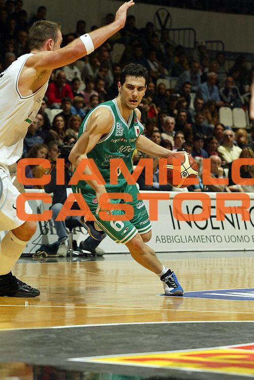 DESCRIZIONE : Bologna Lega A1 2006-07 VidiVici Virtus Bologna Benetton Treviso <br /> GIOCATORE : Zisis<br /> SQUADRA : Benetton Treviso <br /> EVENTO : Campionato Lega A1 2006-2007 <br /> GARA : VidiVici Virtus Bologna Benetton Treviso<br /> DATA : 12/11/2006 <br /> CATEGORIA : palleggio<br /> SPORT : Pallacanestro <br /> AUTORE : Agenzia Ciamillo-Castoria/G.Livaldi