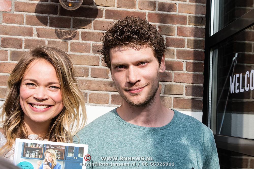 NLD/Amsterdam/20160509 - Boekpresentatie 'Het boek van Jet', schrijfster Jet van Nieuwkerk en broer Kees van Nieuwkerk