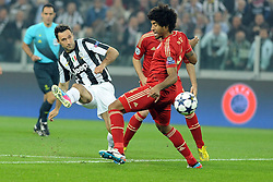 10.04.2013, Juventus Stadium, Turin, ITA, UEFA Champions League, Juventus Turin vs FC Bayern Muenchen, Viertelfinale, Rueckspiel, im Bild l-r: Mirko VUCINIC (Juventus Turin), DANTE (FC Bayern Muenchen) // during the UEFA Champions League best of eight 2nd leg match between Juventus FC and FC Bayern Munich at the Juventus Stadium, Torino, Italy on 2013/04/10. EXPA Pictures © 2013, PhotoCredit: EXPA/ Eibner/ Global..***** ATTENTION - AUSTRIA ONLY *****