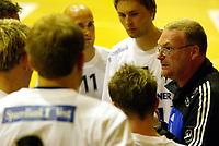 Håndball - Fet - Stord 24-21 11. september 2002. Stord-trener Jesper Svenson var irritert på spillerne sine.<br /> <br /> Foto: Andreas Fadum, Digitalsport