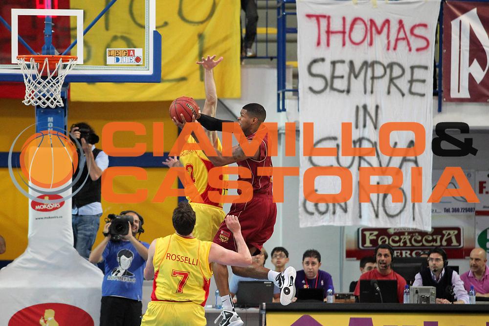 DESCRIZIONE : Frosinone Lega Basket A2 2010-2011 Playoff semifinali gara 4 Prima Veroli Umana Reyer Venezia<br /> GIOCATORE : Tamar Slay           <br /> SQUADRA : Umana Reyer Venezia      <br /> EVENTO : Campionato Lega Basket A2 2010-2011<br /> GARA : Prima Veroli Umana Reyer Venezia  <br /> DATA : 05/06/2011<br /> CATEGORIA : tiro         <br /> SPORT : Pallacanestro<br /> AUTORE : Agenzia Ciamillo-Castoria/A.Ciucci<br /> Galleria : Lega Basket A2 2010-2011<br /> Fotonotizia : Frosinone  Lega Basket A2 2010-2011 Playoff semifinali gara 4 Prima Veroli Umana Reyer Venezia  <br /> Predefinita :