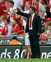 Photo: Steve Bond/Richard Lane Photography. <br />Ebbsfleet United v Torquay United. The FA Carlsberg Trophy Final. 10/05/2008. Liam Daish gives instructions