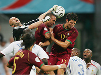 v.l. Fabien Barthez Torwart Frankreich, Costinha, Cristiano Ronaldo<br /> Fussball WM 2006 Halbfinale Portugal - Frankreich<br /> Portugal - Frankrike<br />  Norway only