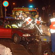 NLD/Huizen/20060218 - Ongeval met beknelling Hellingstraat - Baanbergenweg Huizen, 2 auto's 1 gewonde