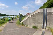 Nederland, the netherlands, Venlo, 15-5-2018Project Meer Maas bij Venlo . Dijkversterking, dijkverruiming en gebiedsontwikkeling . De Maas . Bij en in de stad zijn de dijken en waterkeringen verhoogd met een muur . De plezierhaven is vernieuwd en coupures zijn in de muur aangebracht . Coupure, dijkverhoging, hoogwaterkering . Limburg .Foto: Flip Franssen