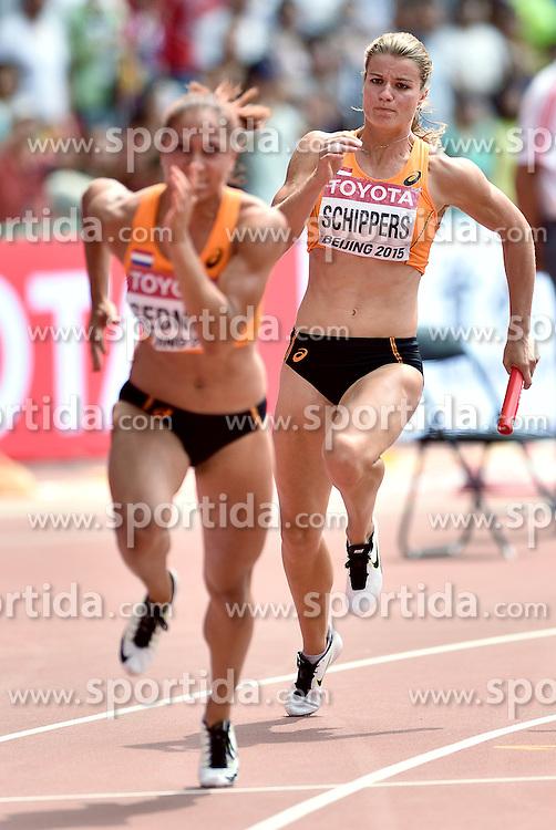 29-08-2015 CHN: IAAF World Championships Athletics day 7, Beijing<br /> Het Nederlandse vrouwenestafetteteam heeft zich geplaatst voor de finale van de 4x100 meter bij de WK atletiek in Peking. Het kwartet, met wereldkampioene Dafne Schippers als tweede loopster, eindigde als derde in de serie en die klassering was voldoende voor een finaleplek. Oranje noteerde bovendien een Nederlands record van 42,32 seconden. Derde loopster Naomi Sedney Photo by Ronald Hoogendoorn / Sportida