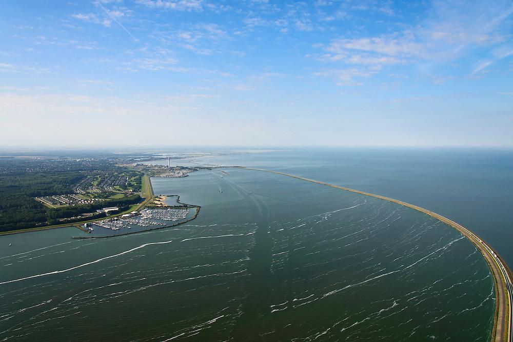 Nederland, Flevoland, Lelystad, 27-08-2013;<br /> Houtribdijk tussen het Markermeer en het IJsselmeer. Houtribsluizen in de verte, links jachthaven Houtribhaven. <br /> Houtribdijk (dike) between the lakes Markermeer and the IJsselmeer.<br /> luchtfoto (toeslag op standaard tarieven);<br /> aerial photo (additional fee required);<br /> copyright foto/photo Siebe Swart.