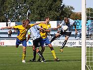 FODBOLD: Jonas Kallehauge (Helsingør) header bolden forbi anfører Flemming Holmgaard (NB Bornholm) og i mål til 1-0 under kampen i Danmarksserien, pulje 1, mellem Elite 3000 Helsingør og NB Bornholm den 30. august 2009 på Helsingør Stadion. Foto: Claus Birch