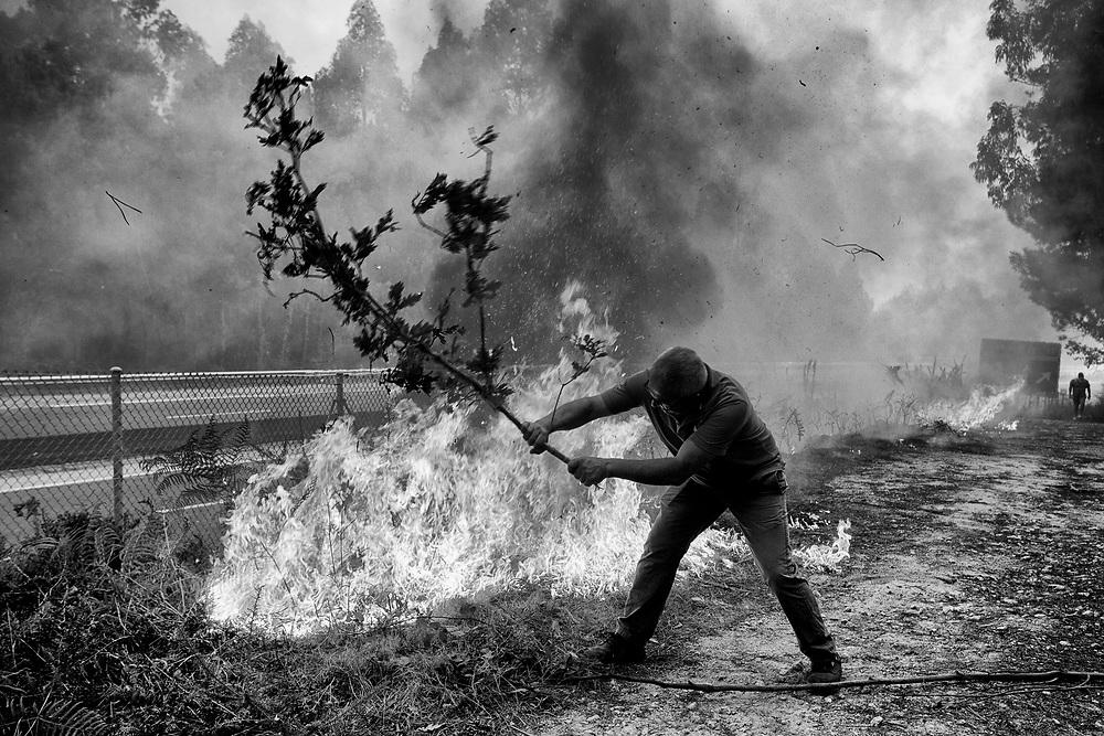 Zamanes, Valadares-Vigo. El domingo 16 de Octubre se produjeron incendios en la provincia de Pontevdera que dejaron cuatro muertos. © delmi alvarez