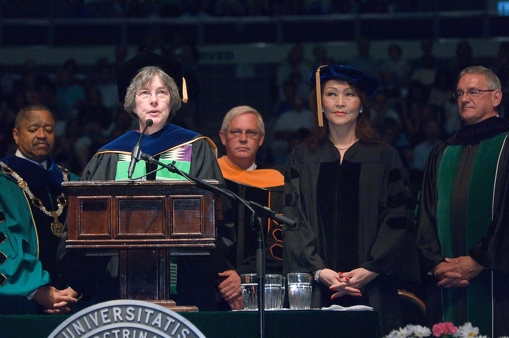 18276Undergraduate Commencement 2007...Commencement speaker: Dr. Jennie S. Hwang, of Cleveland, is a pioneer for women in business and science and is credited with making our cell phones and computers faster, smaller and more powerful.  .For more: http://www.ohio.edu/outlook/06-07/May/602n-067.cfm