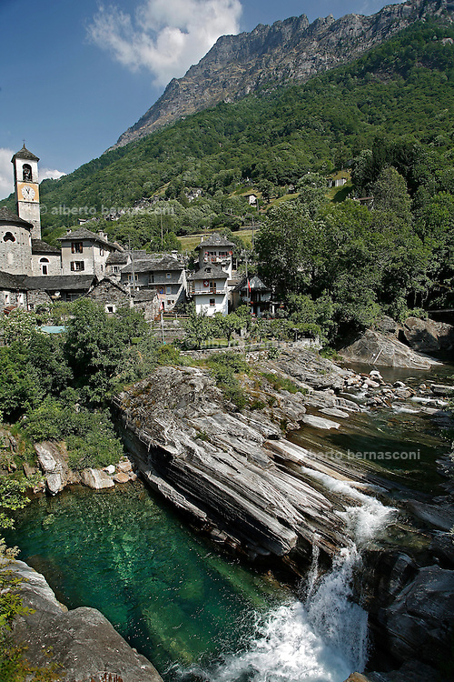 Svizzera, Val Verzasca.....Switzerland,  Canton Ticino: Verzasca Valley. Lake Maggiore and its valleys are alpine landscapes that merge into typically Mediterranean scenery, where popular traditions are combined with internationally renowned events, and villages, in which time seems to have stood still, peep down from their lofty peaks on towns that are looking to the future. Fascinating contrasts that make this a unique region