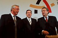 09 JAN 2000, BERLIN/GERMANY:<br /> Dieter Schulte, Vorsitzender Deutscher Gewerkschaftsbund, DGB, Gerhard Schr&ouml;der, SPD, Bundeskanzler, und Dieter Hundt, Pr&auml;sident Bundesvereinigung der Deutschen Arbeitgeberverb&auml;nde, BDA, w&auml;hrend der Pressekonferenz zum 5. Spitzengespr&auml;ch B&uuml;ndnis f&uuml;r Arbeit; Bundeskanzleramt<br /> IMAGE: 20000109-01/02-35<br /> KEYWORDS: Gerhard Schroeder, Buendnis