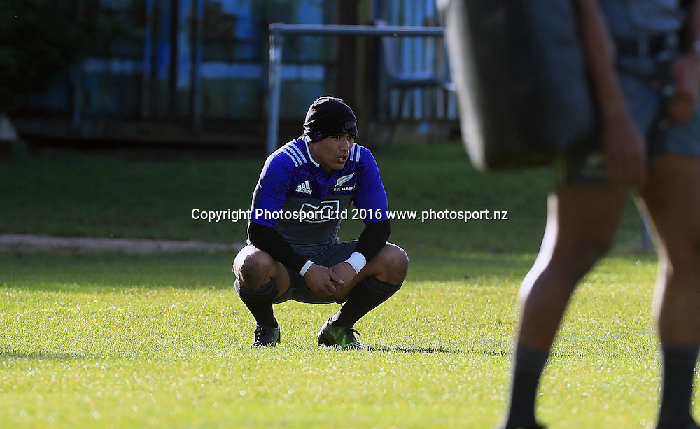 New Zealand All Blacks Squad Training, Westmanstown, Dublin 15/11/2016<br /> Aaron Smith<br /> Photo: &copy;INPHO/Donall Farmer / www.photosport.nz