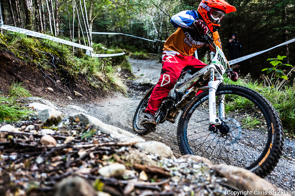 Nevis Range, Fort William, Scottish Highlands, UK. 25th September 2016. Downhill mountain bikers in action during the SDA Race series 2016 finale at Nevis Range.