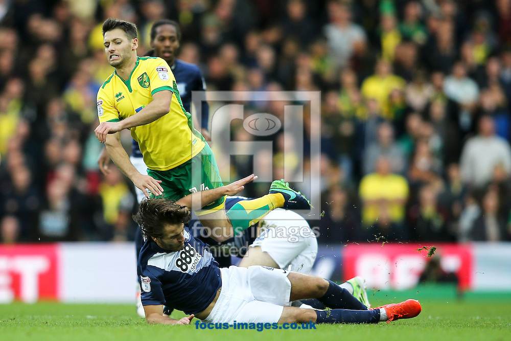 Wesley Hoolahan of Norwich City (left) is brought down by Ben Pearson of Preston North End (right) during the Sky Bet Championship match at Carrow Road, Norwich<br /> Picture by Andy Kearns/Focus Images Ltd 0781 864 4264<br /> 22/10/2016
