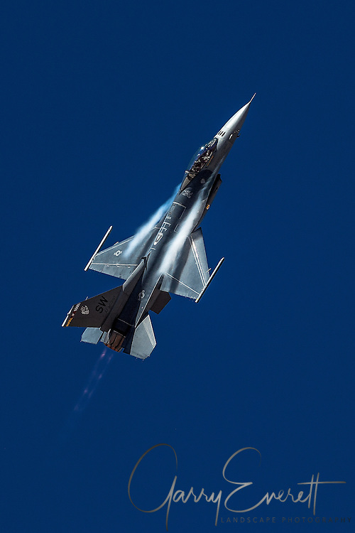 F-16 Fighting Falcon vertical climb with after burners