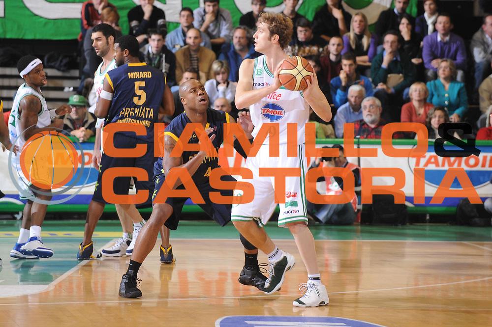 DESCRIZIONE : Treviso Lega A1 2008-09 Benetton Treviso Premiata Montegranaro<br /> GIOCATORE : Andrea Renzi<br /> SQUADRA : Benetton Treviso<br /> EVENTO : Campionato Lega A1 2008-2009<br /> GARA : Benetton Treviso Premiata Montegranaro<br /> DATA : 16/11/2008<br /> CATEGORIA : Passaggio<br /> SPORT : Pallacanestro<br /> AUTORE : Agenzia Ciamillo-Castoria/M.Gregolin