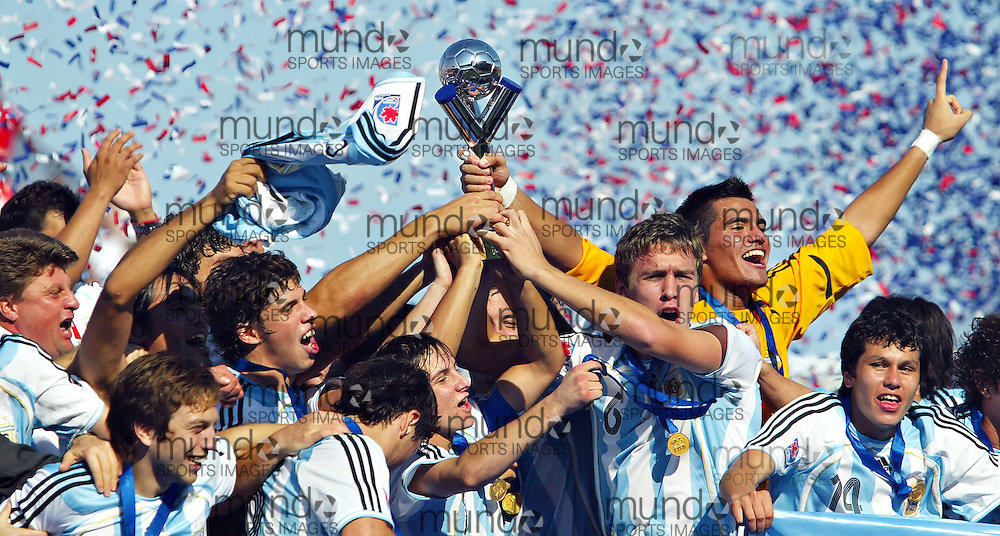 Argentina's Matias Cahais and team captain Sergio Aguero hoist the trophy with their teammates following their victory at the FIFA U-20 World Cup on 22 July 2007 in Toronto, Ontario, Canada.  .AFP PHOTO/GEOFF ROBINS